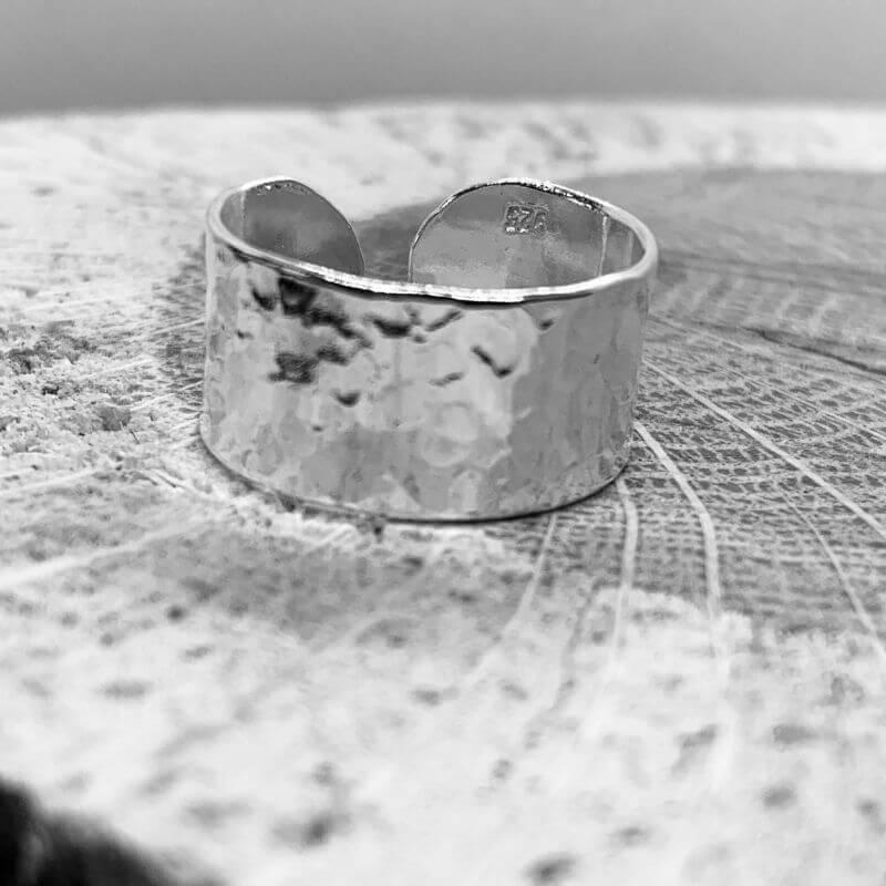 Textured adjustable ring