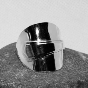 Art Deco lined edge v spoon ring